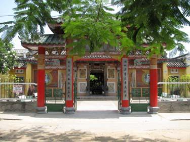 Hoi_An_temple.jpg