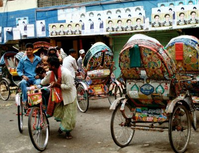 Family_in_rickshaw.jpg
