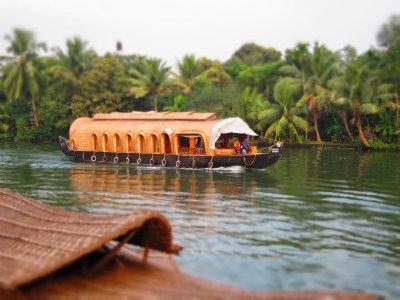 Houseboat.jpg