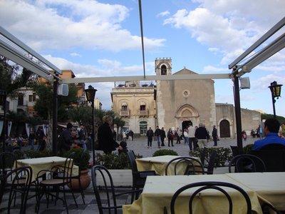 Taormina_piazza.jpg