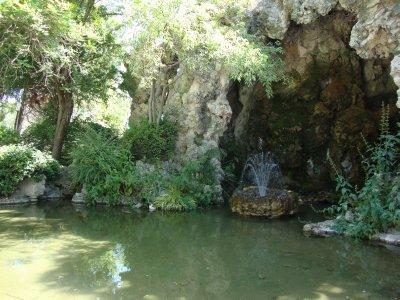 grotto_in_.._garden.jpg