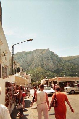 shopping_in_Capri.jpg