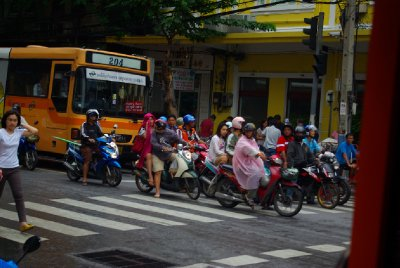 lide v Bangkoku , na krizovatce