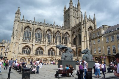Bath_Abbey_and_square.jpg