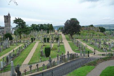 Graveyard_.._castle.jpg