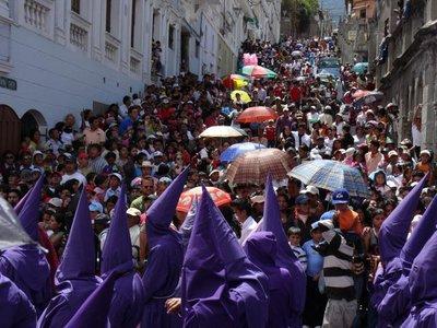 Quito_Ostern_Menge.jpg
