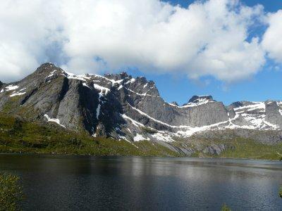 Bjørntinden (802 m) and Stjerntinden (934 m) above Storvatnet