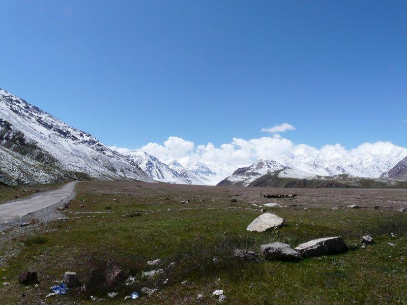 Pamir Highway at the Tajik-Kyrgyz border
