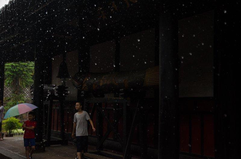 Wenshu monastery in the rain