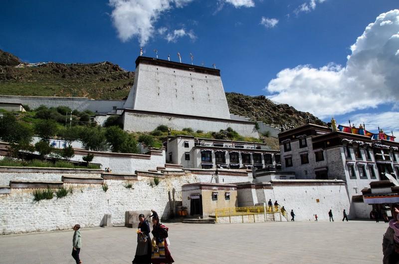 The Thanka Wall overlooking the Tashi Lhunpo Monastery