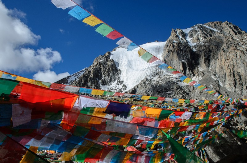 Prayer flags near Drolma la pass (5600m)
