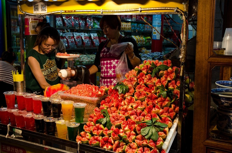 Pomegranates, muslim street