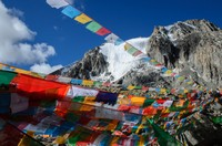 Prayer flags near Drolma la pass (5600m)
