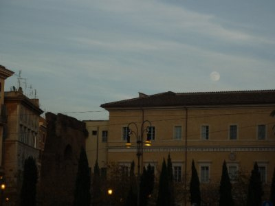 Moonrise outside Lateran