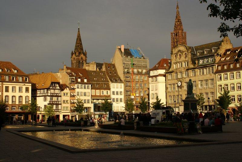 Place Kleber sous les pâles rayons de soleil de fin de journée