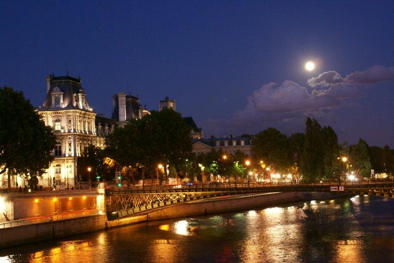 Pleine lune sur la Seine