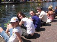 Rosemary, Emma, Jennifer and Chris watching the dragon boat racing on the Nieuwe Rijn, Leiden