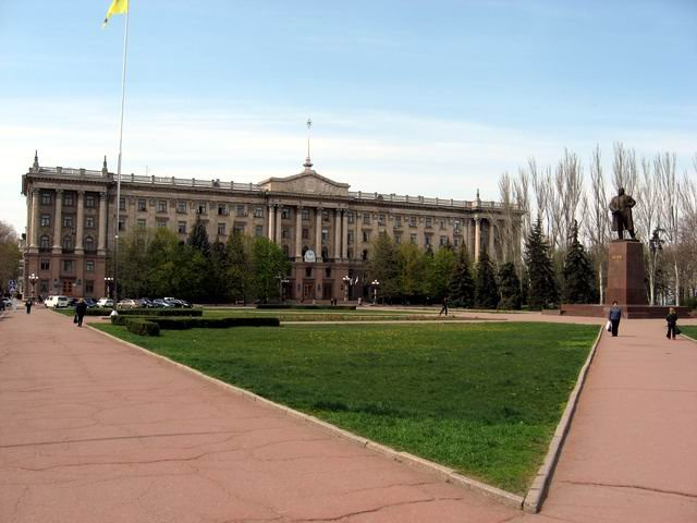Lenin monument and old buildling of local government in Nikolaev
