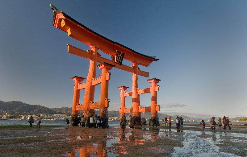 Hiroshima_gate_tide_11-17-0