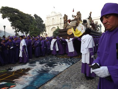 The Anda crossing onto the alfombra