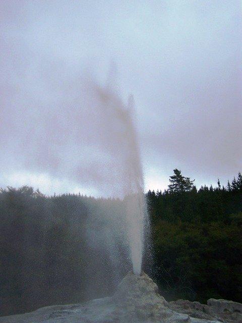 20091105- Wai-O-Tapu Lady knox geyser