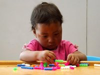 Little_girl_playing.jpg