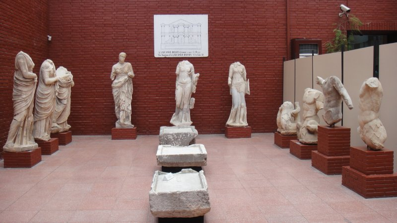 large_Statues_in.._Turkey.jpg