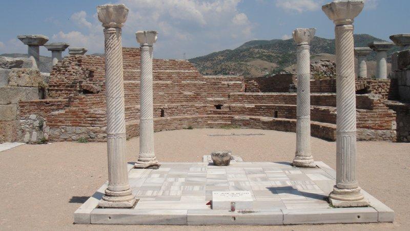 large_Tomb_of_St.._Turkey.jpg