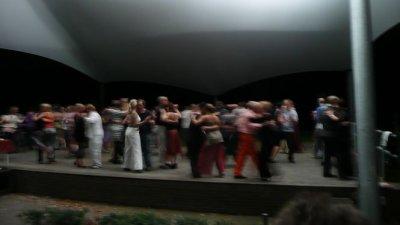 Tangoinapark2.jpg