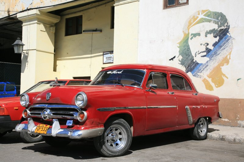 Classic Car and Che