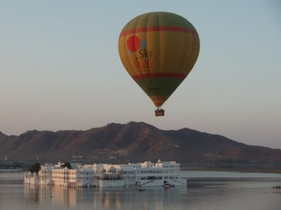 Balloon over Lake Palace Hotel