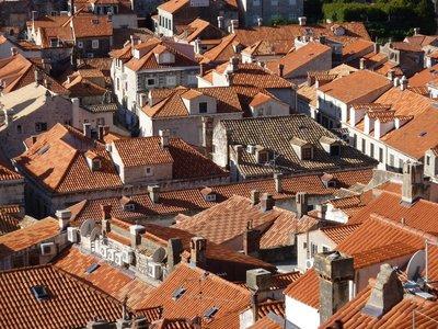 Dubrovnik_more_roofs.jpg
