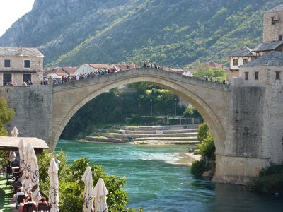 Mostar_main_bridge.jpg