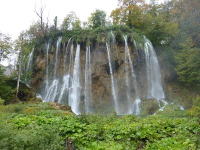 Plitvice_more_waterfalls.jpg