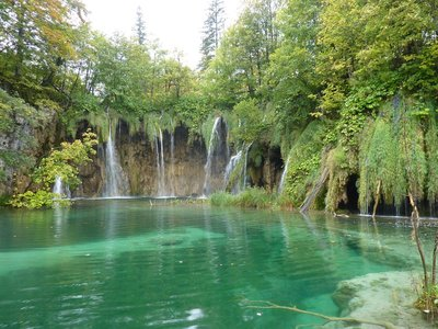 Plitvice_waterfalls.jpg