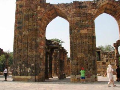 4_ruins_at..b_Minar.jpg
