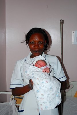 Amelie and Kenyan midwife