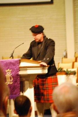 Crazy America: German Pastor dresses up in full regalia for Scottish service