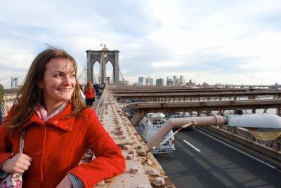 Emma posing at Brooklyn Bridge