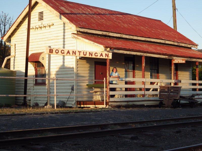 2013 Sep 5 Hiroe at Bogantungan Railway station