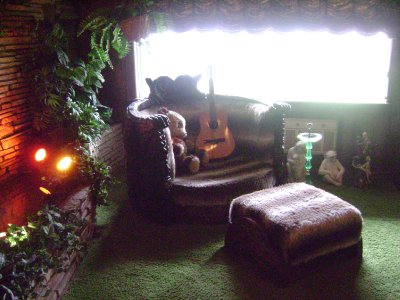 2Graceland_..le_room.jpg