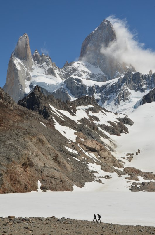 Hikers at Laguna de los Tres