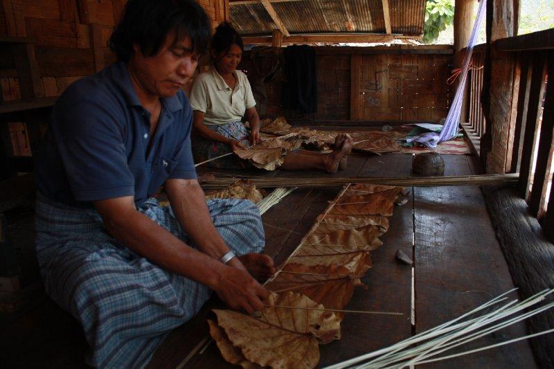 Making teak leaf roof