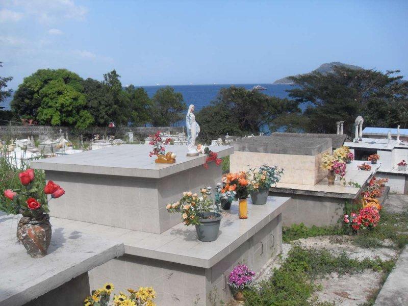 Isla Taboga graveyard