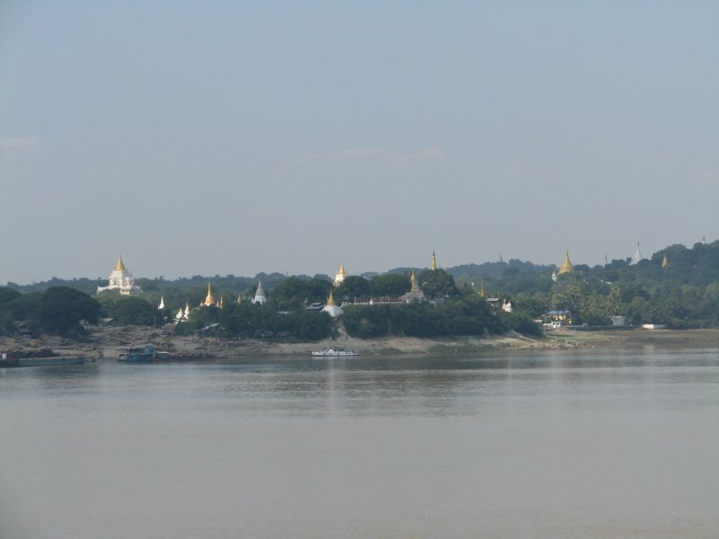 large_sagaing_hill.jpg