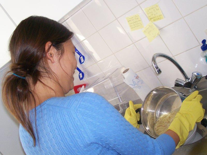 Jinny, Jennifer's flat making pasta