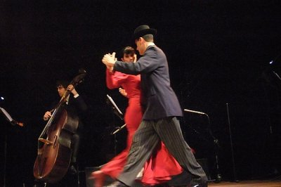 Ben and Chelle doing the tango in Buenos Aires