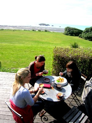 Breakfast on the road with Katie (England), Pauline (France) and Margit (Germany)