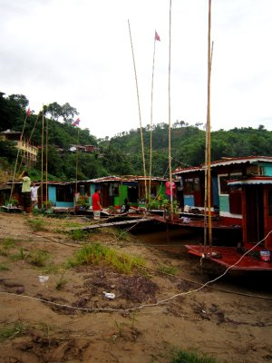 Arriving to Pakbeng