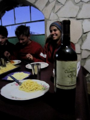 Bolivian wine, Queen's English and Spanglish in the frioooooo night in the desert